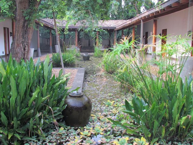 sri-lanka-courtyard